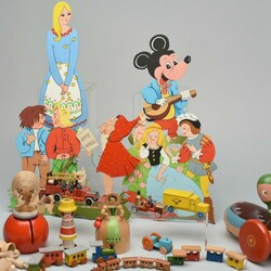 700: Toys