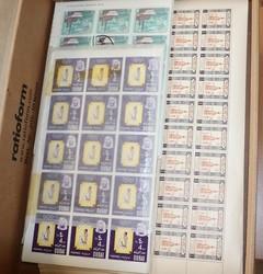 2420: Dubai - Stamps bulk lot
